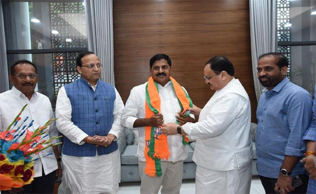 Former TDP Leader Jammalamadugu Adinarayana Reddy JoinsIn BJP  - Sakshi