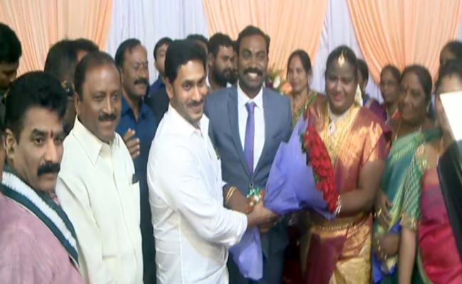 CM Jagan Attends Araku MP Goddeti Madhavi Marriage Reception In Vizag - Sakshi