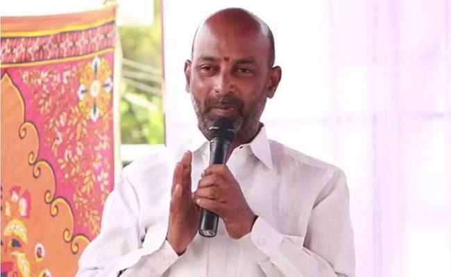 Bandi Sanjay Kumar Fires On KCR In karimnagar meeting - Sakshi