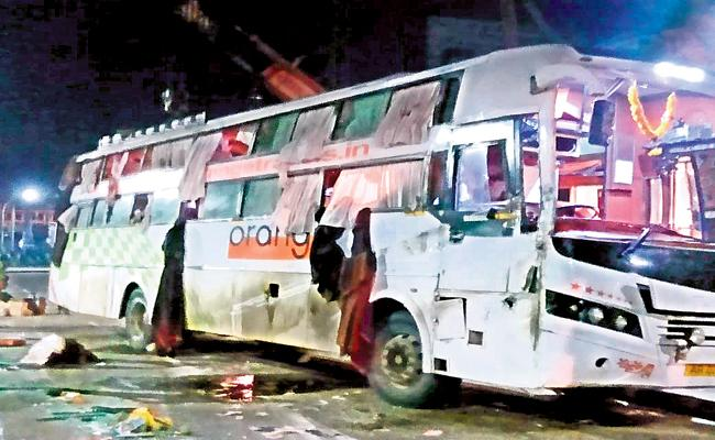 20 people were injured in private travel bus accident - Sakshi