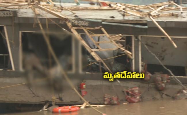 Experts Pull Out Royal Vasista Boat - Sakshi