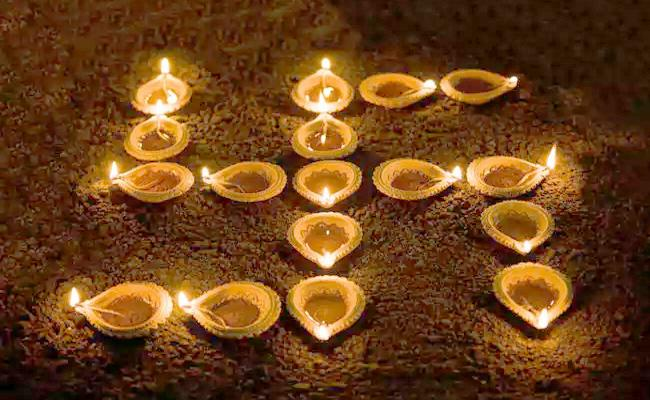Diwali Special Two Villages In Tamil Nadu Have Not Burst Crackers - Sakshi