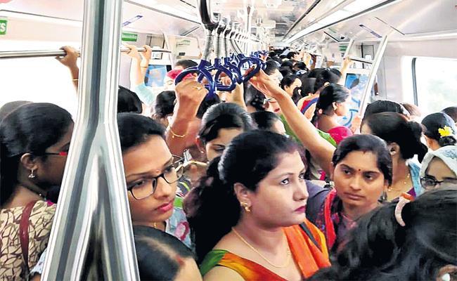 Hyderabad Metro Record in More Than 4Lakh Passengers - Sakshi