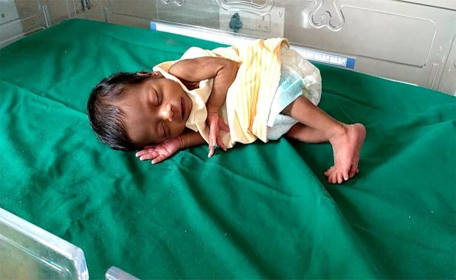 Mother Left Her Infant In Tenali - Sakshi