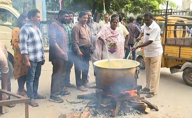 TSRTC Strike: Protests intensify on 18th Day - Sakshi