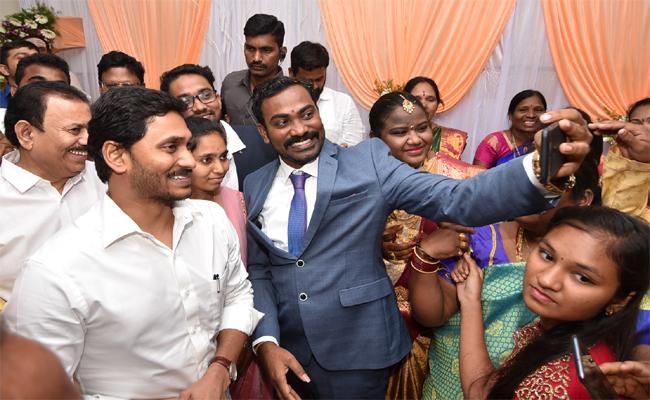 CM Jagan Attends Araku MP Goddeti Madhavi Reception In Visakhapatnam - Sakshi