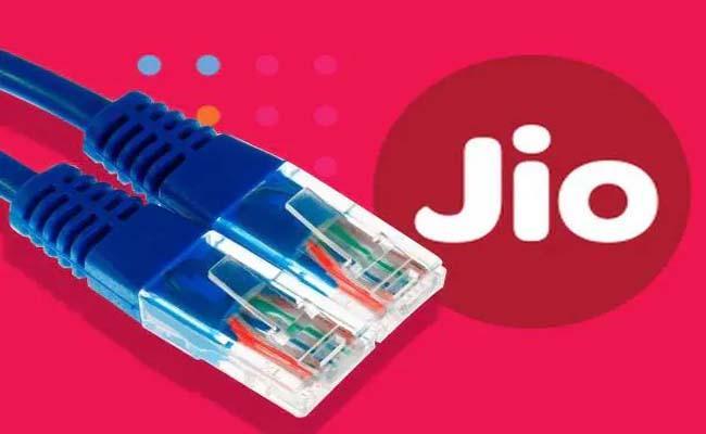 Reliance Jio tops 4G download speed chart in September: TRAI - Sakshi
