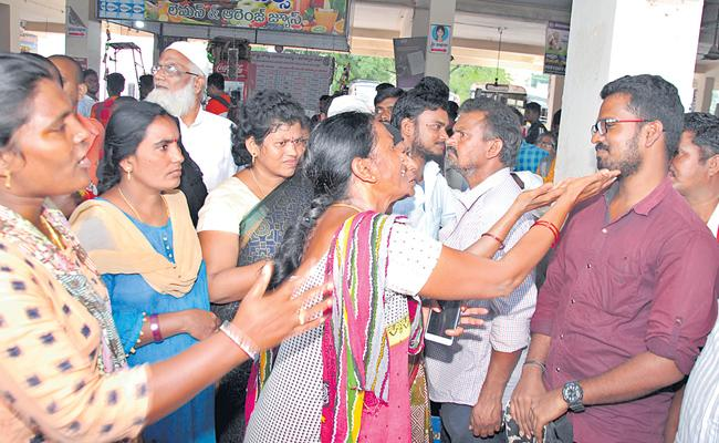 TSRTC Employees Requesting Temporary Drivers - Sakshi