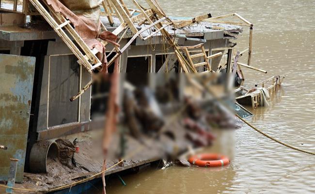 Royal Vasishta Boat Operation Seven Bodies Identified - Sakshi