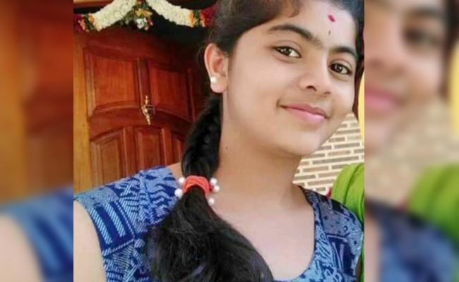 Minor Girl Commits Suicide With Love Failure in Karnataka - Sakshi