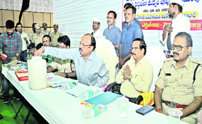 Exise Department Get Huge Revenue With Liquor Store Tenders - Sakshi