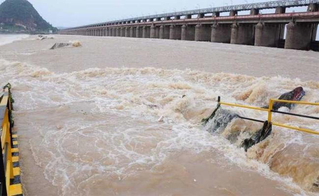 Heavy Water Inflow To Prakasam Barrage - Sakshi