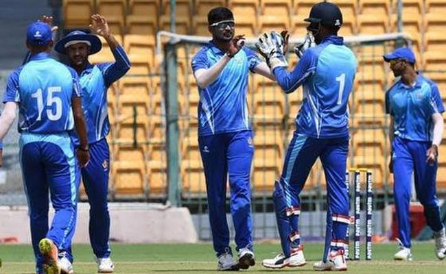 Vijay Hazare Trophy: Karnataka Set Up Final With Tamil Nadu - Sakshi