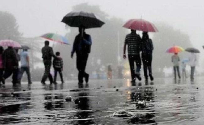 DEO Announced Holiday Due To Heavy Rains In Vishakapatnam   - Sakshi