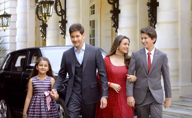 Mahesh Babu Shares Family Ad Video Says Its First For Them - Sakshi