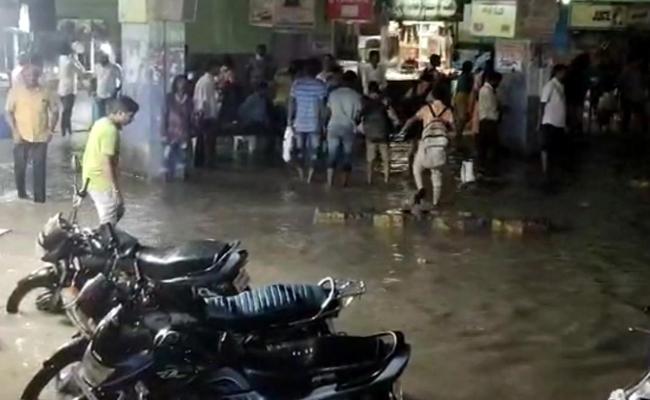Heavy Rain In Warangal - Sakshi