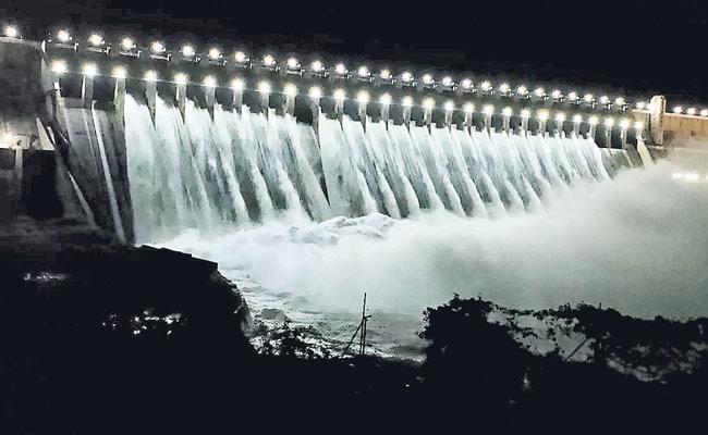 Heavy Flood Water Reaches Krishna River - Sakshi