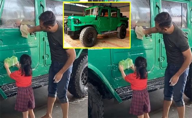 MS Dhoni Clean His New Car Along With Daughter Ziva - Sakshi
