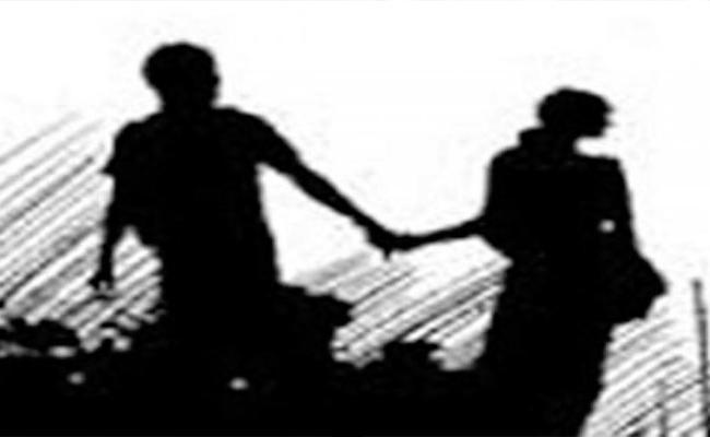 Lovers Committed Suicide In Tammileru Reservoir In Krishna  - Sakshi