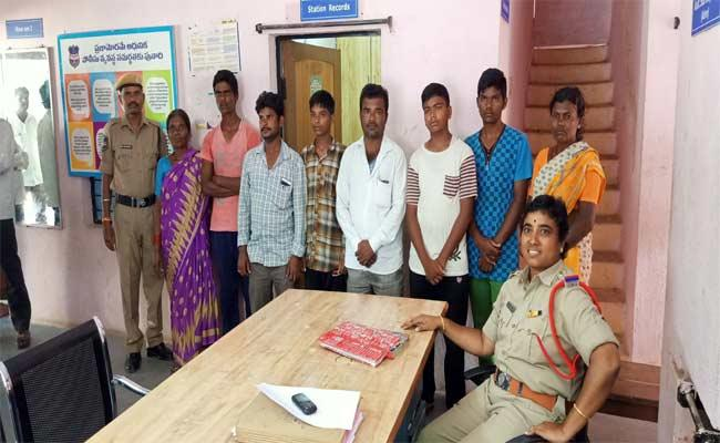 Four Students Escaped From Minority Gurukula School In Huzurabad - Sakshi