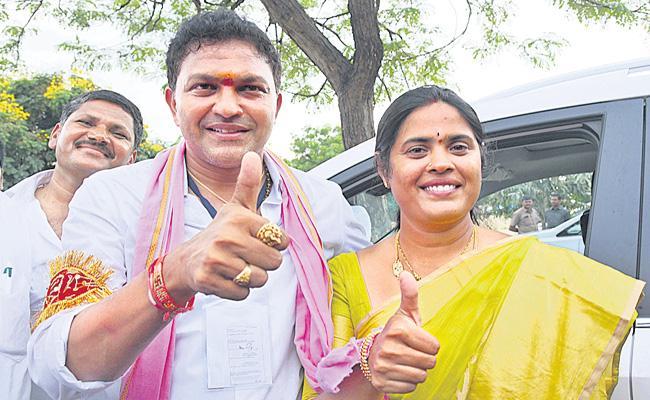 TRS Candidate Saidi Reddy Won In Huzurnagar Bye Election At Suryapet - Sakshi