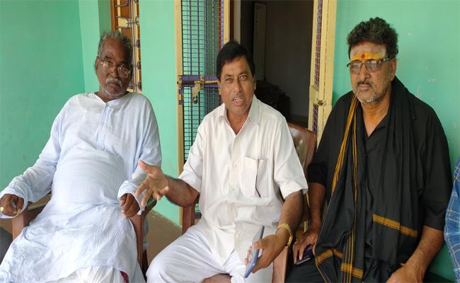 YSRCP Leader Karimi Rajeshwar Rao Criticizes TDP Over Thampara Land Issue - Sakshi