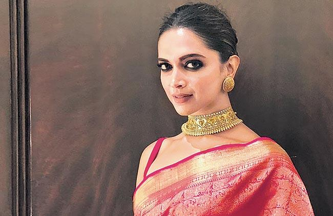 Deepika Padukone to play Draupadi in Madhu Mantena production - Sakshi