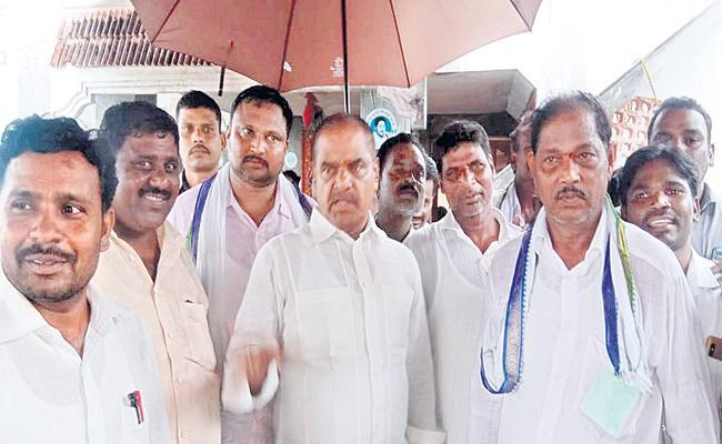 Deputy Chief Minister Narayanaswamy comments on Chandrababu - Sakshi