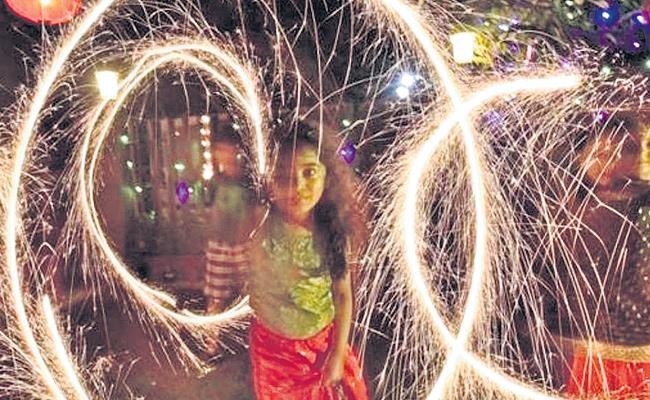 Delhi Government Launches Eco Friendly Crackers Over Diwali Festival - Sakshi