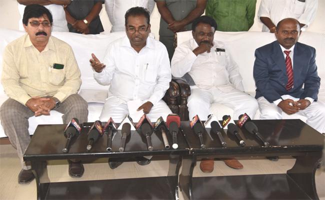 Measures to Develop Gadwal Railway Station: Nagarkurnool MP Ramulu - Sakshi