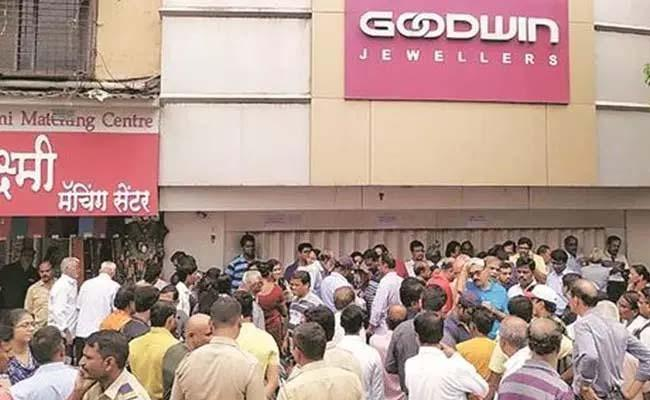 Goodwin jewellery store in Dombivali shuts shop leaves investors in lurch - Sakshi