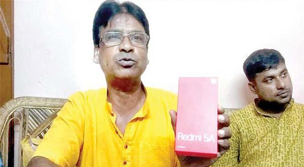 MP Ordered Mobile Phone Online But Found Stones Inside The Pack - Sakshi