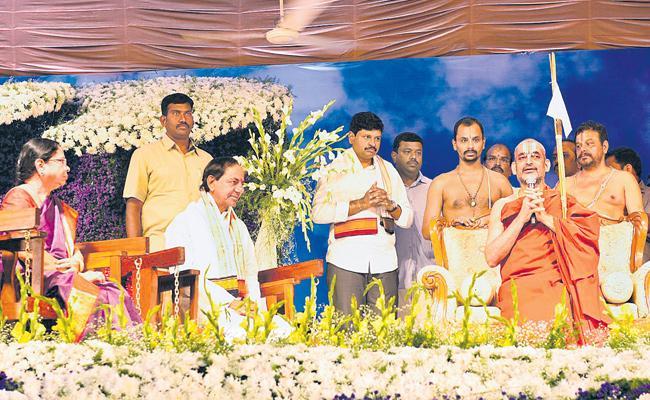 CM KCR And His Wife Takes Blessings From Chinna Jeeyar Swamy In Thirunakshatram Mahotsavam - Sakshi
