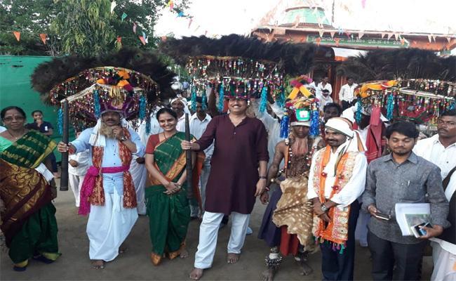 Adivasis Celebrated Dandari Festival In Adilabad - Sakshi