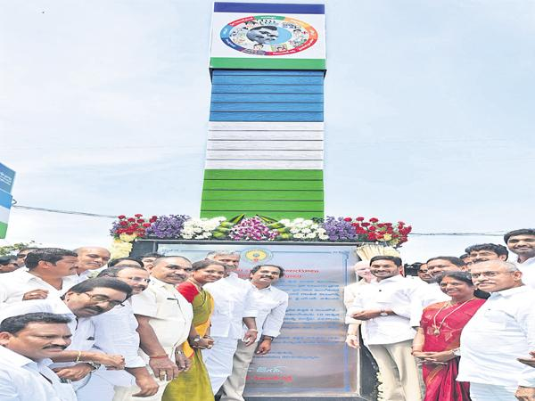 YS Jagan Inaugurates village secretariat in East Godavari district Karapa - Sakshi
