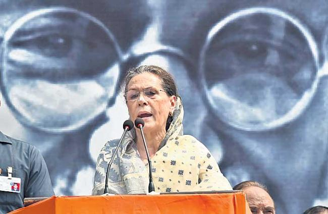 Congress uses Gandhi birth anniversary to stage show of strength - Sakshi