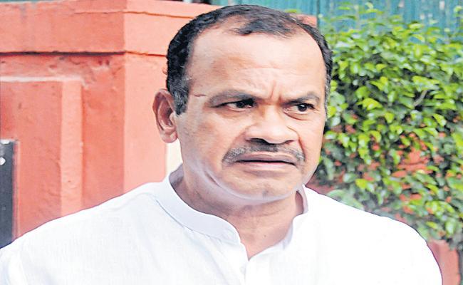 Komatireddy Venkatreddy comments on KCR - Sakshi