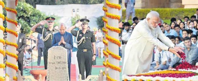 PM Modi, Sonia Gandhi Pay Tributes To Mahatma Gandhi In Parliament - Sakshi
