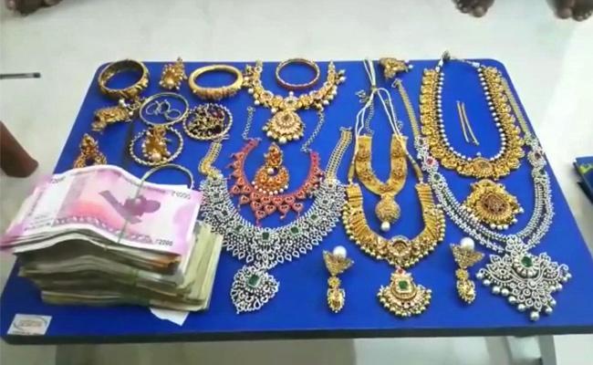 ACB Raids On Kurnool Motor Vehicle Inspector Shiva Prasad - Sakshi