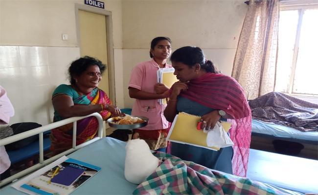 fficers Ordered To Hospitals Follow AArogyaSri Scheme - Sakshi