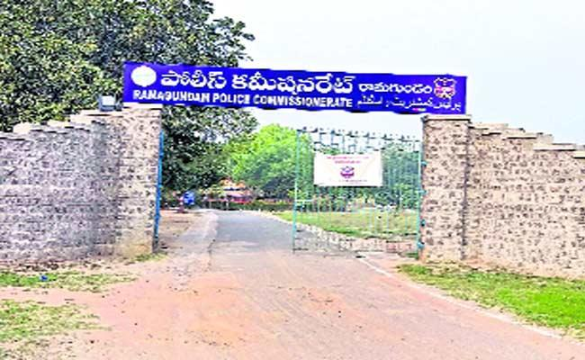 Police People Not Interested Transfers In Ramagundam - Sakshi
