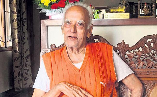 Special Story On Senior Journalist Raghavachari - Sakshi