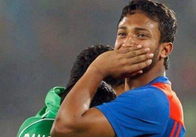 Mushfiqur Post Emotional Messages after Shakib Al Hasan Ban - Sakshi