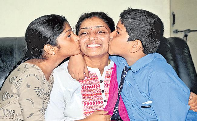Jhansi Donthireddy Selected Deputy Tahsildar Story In Sakshi Family