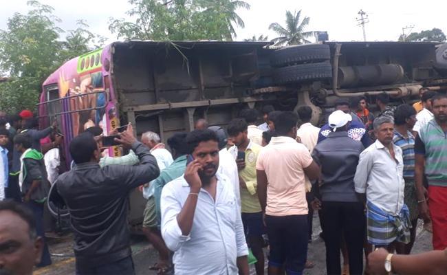 Seven Died In Tragic Bus Accident At Jetty Agrahara In Karnataka - Sakshi