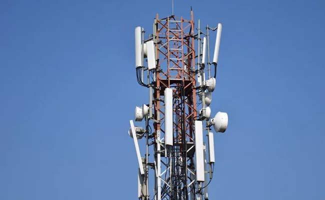 About 40000 telecom jobs at risk after SC verdict - Sakshi