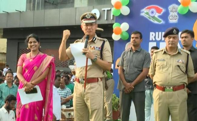 DGP Goutham Savaangh Held Run For Unit Programme In Vijayawada   - Sakshi