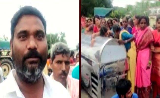 Student Family Making Protest On Gurukul School In Medak - Sakshi