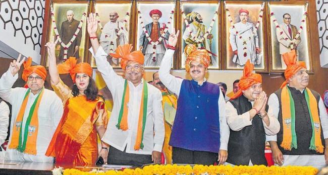 BJP proposes new formula to break deadlock with Shiv Sena - Sakshi
