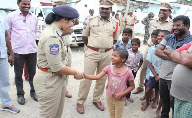SP Chetana Visited Narayanpet Town In Mahabubnagar  - Sakshi